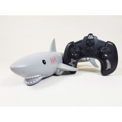 REMOTE CONTROL RC 2.4GHZ REMOTE SWIMMING MODEL JAWS SHARK